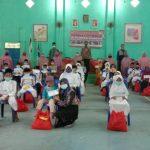 50 yatim menerima santunan dari yayasan rahmatan lil alamin